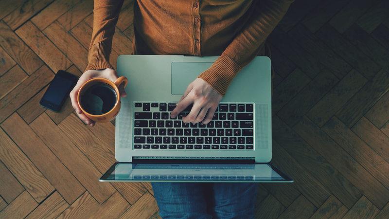 dans-ta-pub-freelance-promouvoir-travail-publicite-webdesign
